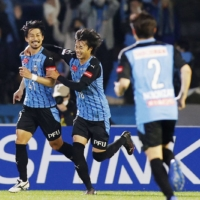 Frontale clinches third J. League title after routing Gamba