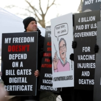 Anti-vaccine protesters at the state capitol in Lansing, Michigan, on Nov. 15 | AFP-JIJI