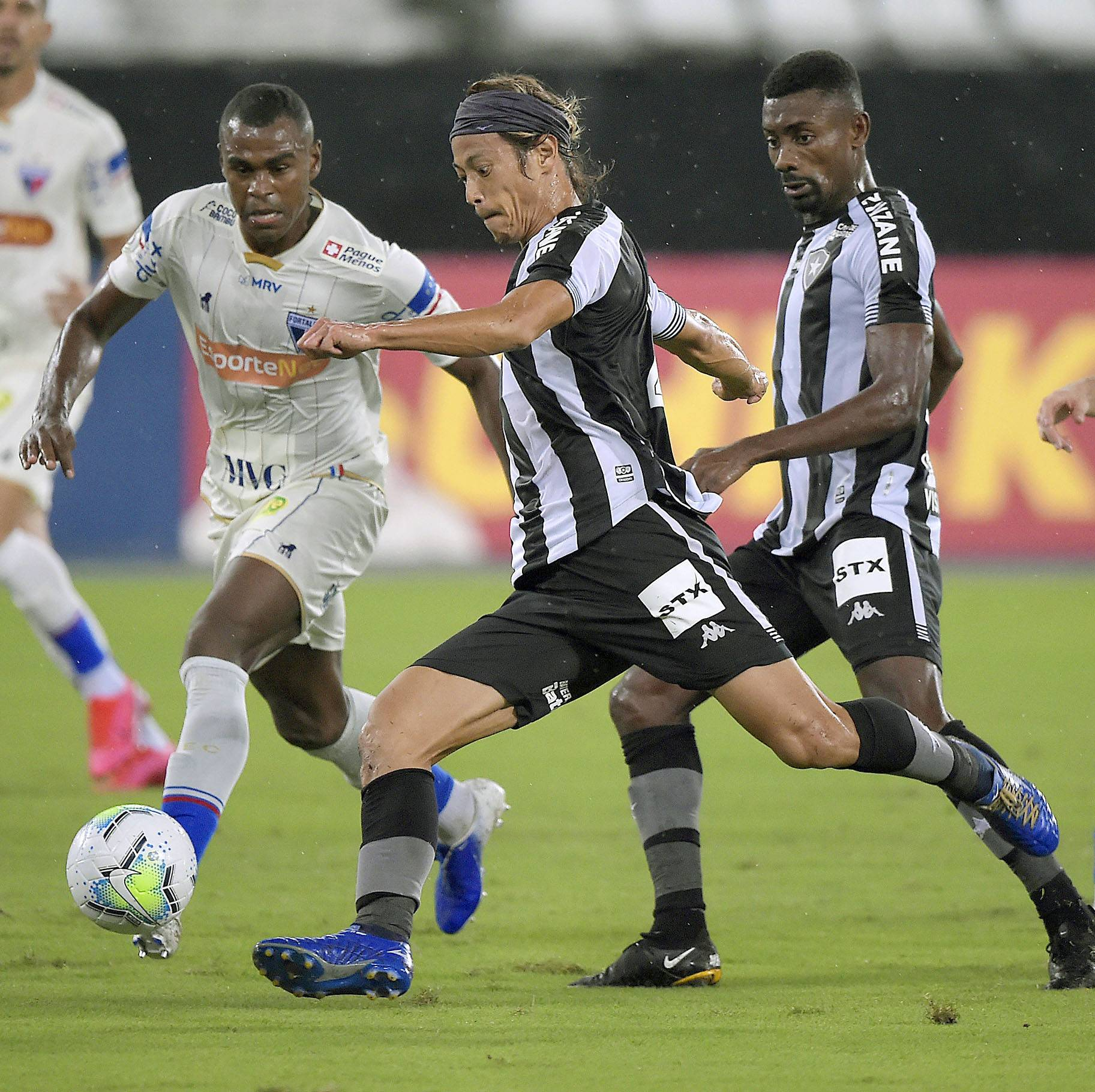 Botafogo's Keisuke Honda is unhappy with the club after the firing of manager Ramon Diaz.  | KYODO
