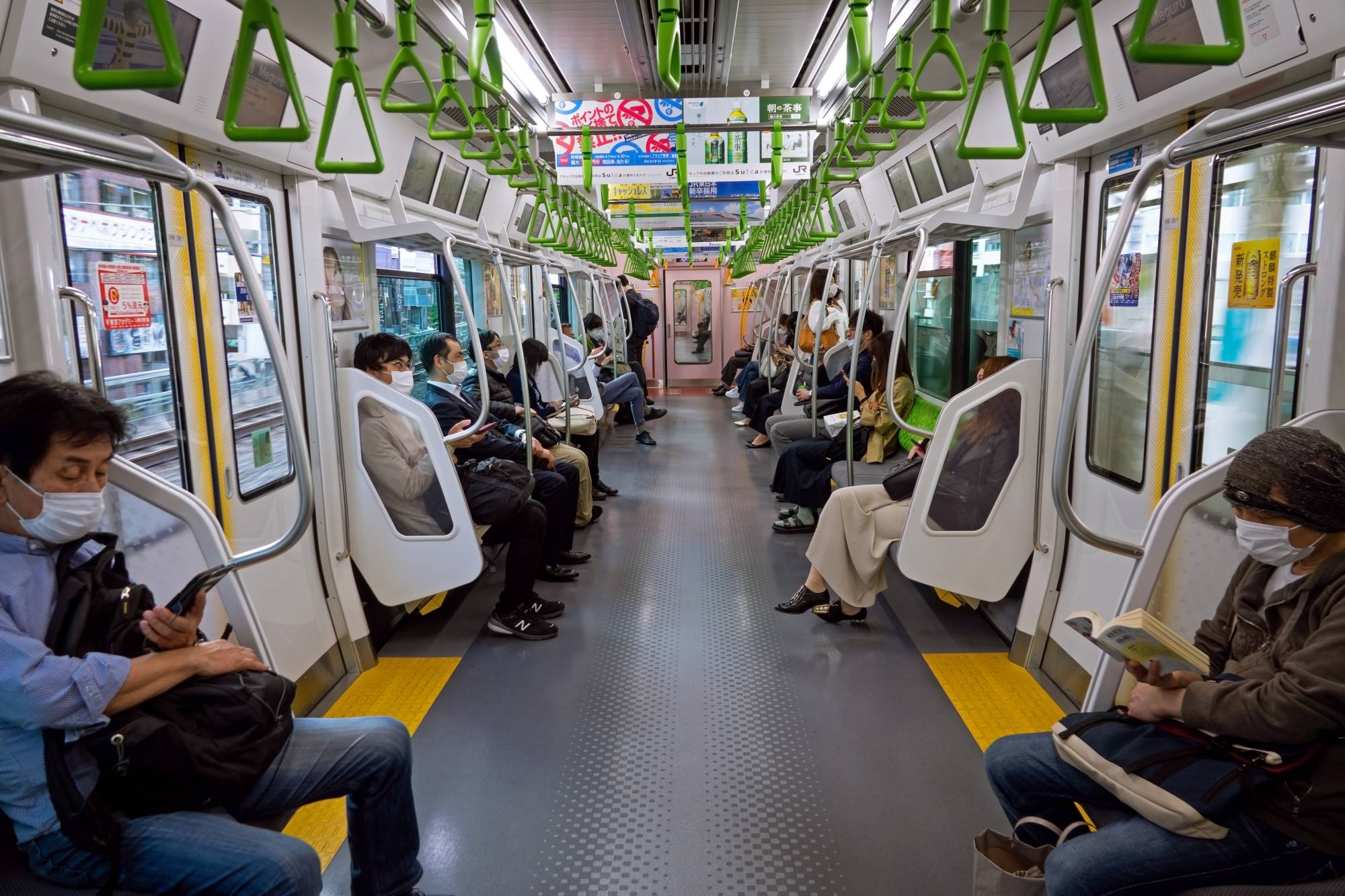 A study found that the opening of train doors at stations on Tokyo's Yamanote Line generates as much ventilation as keeping carriage windows open. | GETTY IMAGES