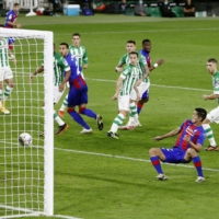 Yoshinori Muto (third from right) scores Eibar's opening goal against Betis on Monday in Seville, Spain. | GETTY / VIA KYODO