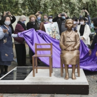 A ceremony to unveil a statue symbolizing 'comfort women' is held in the Mitte district of Berlin in September. | KYODO