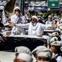'He is a thug': Polarizing Muslim cleric Rizieq Shihab returns to Indonesia