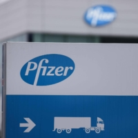 A Pfizer spokeswoman said in a statement Thursday that multiple factors slowed the company down with regards to vaccine production, including the time it took to source large quantities of the raw materials needed to produce the shots. | AFP-JIJI