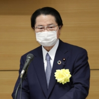 LDP opts against drawing up constitutional amendment proposals as cracks emerge over issue