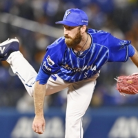 Spencer Patton is one of four foreign pitchers in NPB history to amass at least 100 holds. | KYODO