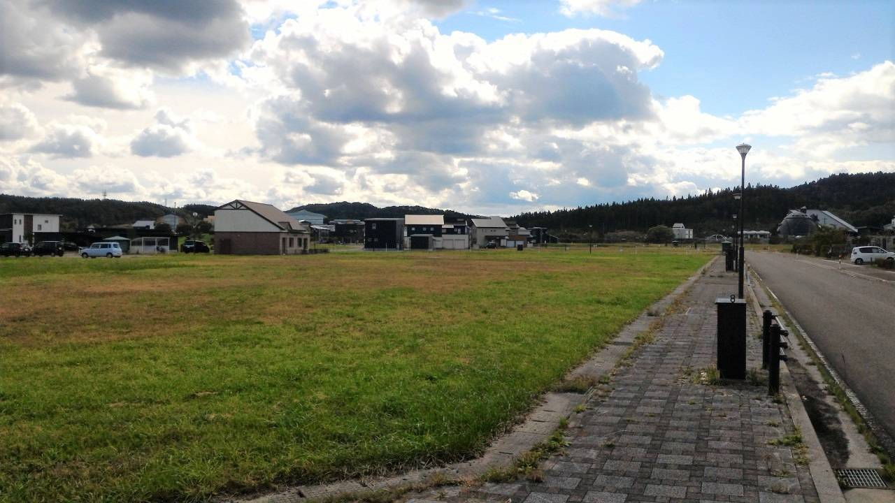 Higashidori village sold part of a piece of land that would have been a used for a residential area developed from agricultural fields to Tohoku Electric for the price of ¥100 million. | KAHOKU SHIMPO