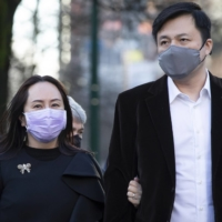 Meng Wanzhou, chief financial officer of Huawei, returns to the B.C. Supreme Court with her husband, Liu Xiaozong, following a break from her hearing in Vancouver on Wednesday.  | THE CANADIAN PRESS / VIA AP