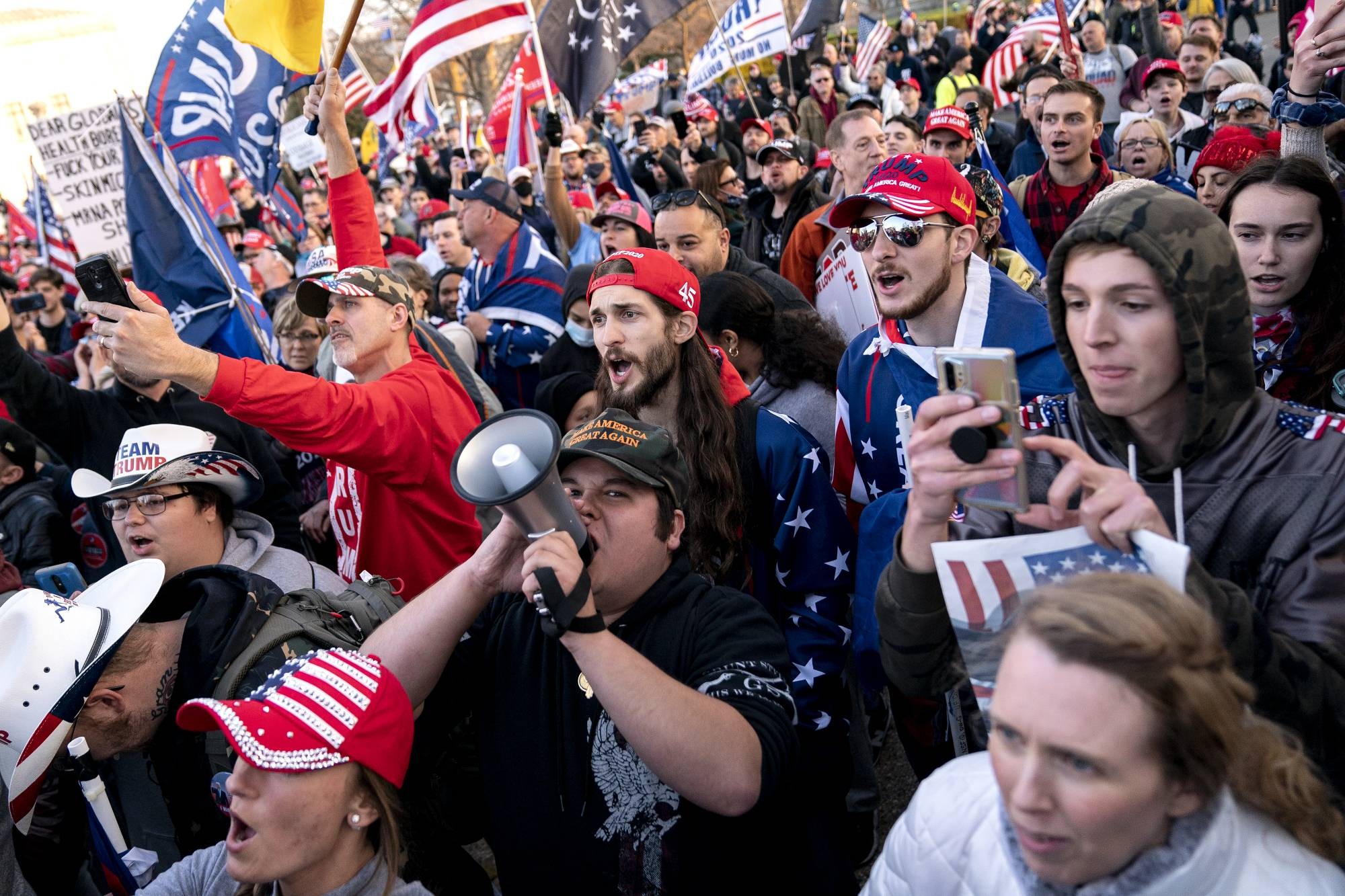 Supporters of President Donald Trump rally in Washington on Saturday. | STEFANI REYNOLDS / THE NEW YORK TIMES