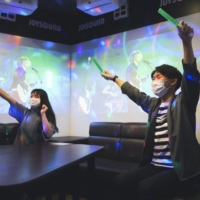 More karaoke parlors are finding new uses for their multimedia spaces, such as making use of their high-quality audio equipment for livestreaming concerts. | XING INC. / VIA CHUNICHI SHIMBUN