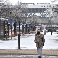 A street in front of JR Asahikawa Station in Hokkaido is quiet on Saturday as many people stayed home amid a surge in COVID-19 cases. | KYODO
