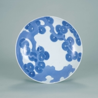 Important Cultural Property, 'Three-footed Dish with Pine Trees Design in Underglaze Blue,' Edo Period (1603 to 1868), Nabeshima official kiln, Japan | SUNTORY MUSEUM OF ART