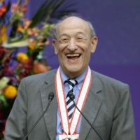 Ezra Vogel at the award ceremony of the 2014 Fukuoka Prize  | KYODO