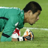 Antlers goalkeeper Hitoshi Sogahata covers the ball during the 2016 Club World Cup final against Real Madrid on Dec. 18, 2016, in Yokohama. | REUTERS