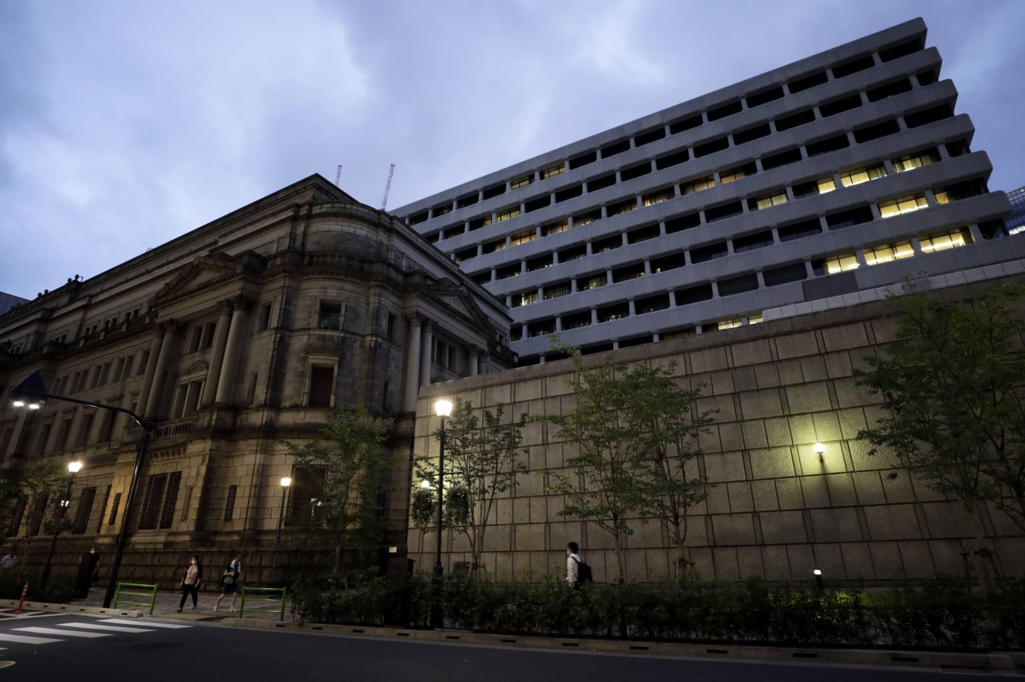 The Bank of Japan said it will expand its special program to support regional bank mergers to cover smaller community-based lenders in a bid to prompt reorganizations of local financial institutions.   BLOOMBERG
