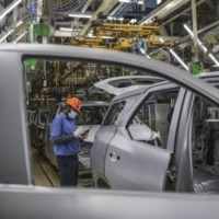 While many other Japanese carmakers logged declines in the reporting month, Toyota increased production for the third straight month, thanks to firm demand in China and Japan. | BLOOMBERG