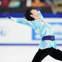 Yuzuru Hanyu lifts spirits with stirring performance in national championship victory