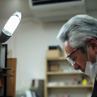 Masaki Takeguchi, who holds a first-degree national hand-engraving license and has more than 10 years of experience, has specialized in hand engraving techniques that make one-of-a-kind hanko seal impressions possible.   RYUSEI TAKAHASHI