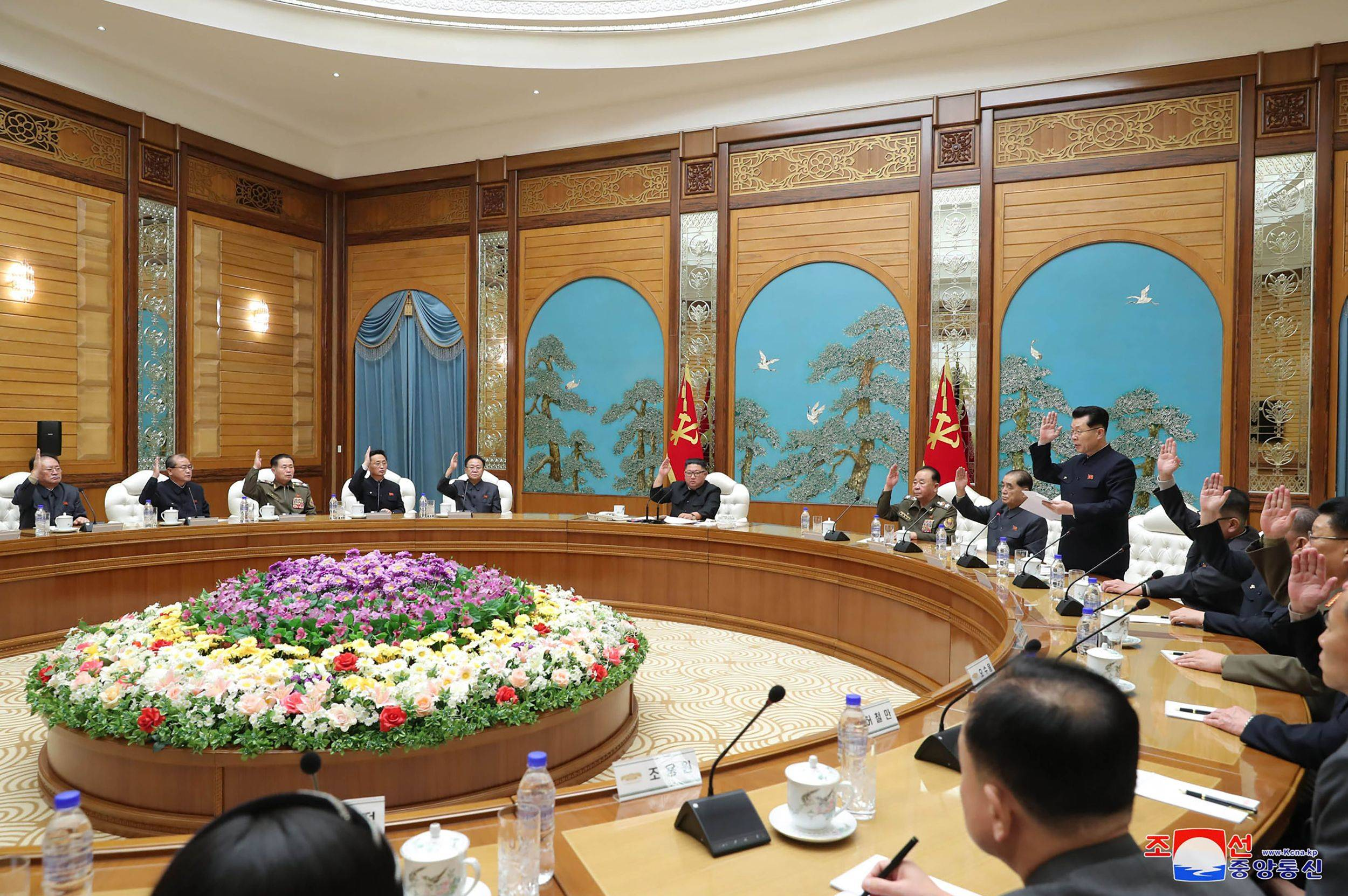 North Korean leader Kim Jong Un (center, top) holds a committee meeting on Tuesday. | KCNA / VIA KNS / VIA AFP-JIJI