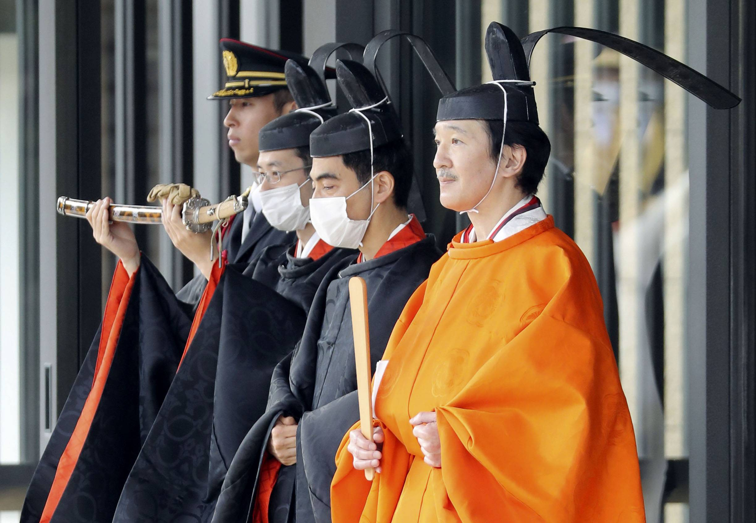 Crown Prince Akishino (right) is seen at the Imperial Palace on Nov. 9 following the Rikkoshi Senmei no Gi ceremony held as part of a series of imperial succession rituals. With the series of rituals related to the enthronement of Emperor Naruhito having been completed, the government is in the process of setting up an expert panel to discuss ways to ensure stable imperial succession. | POOL / VIA KYODO