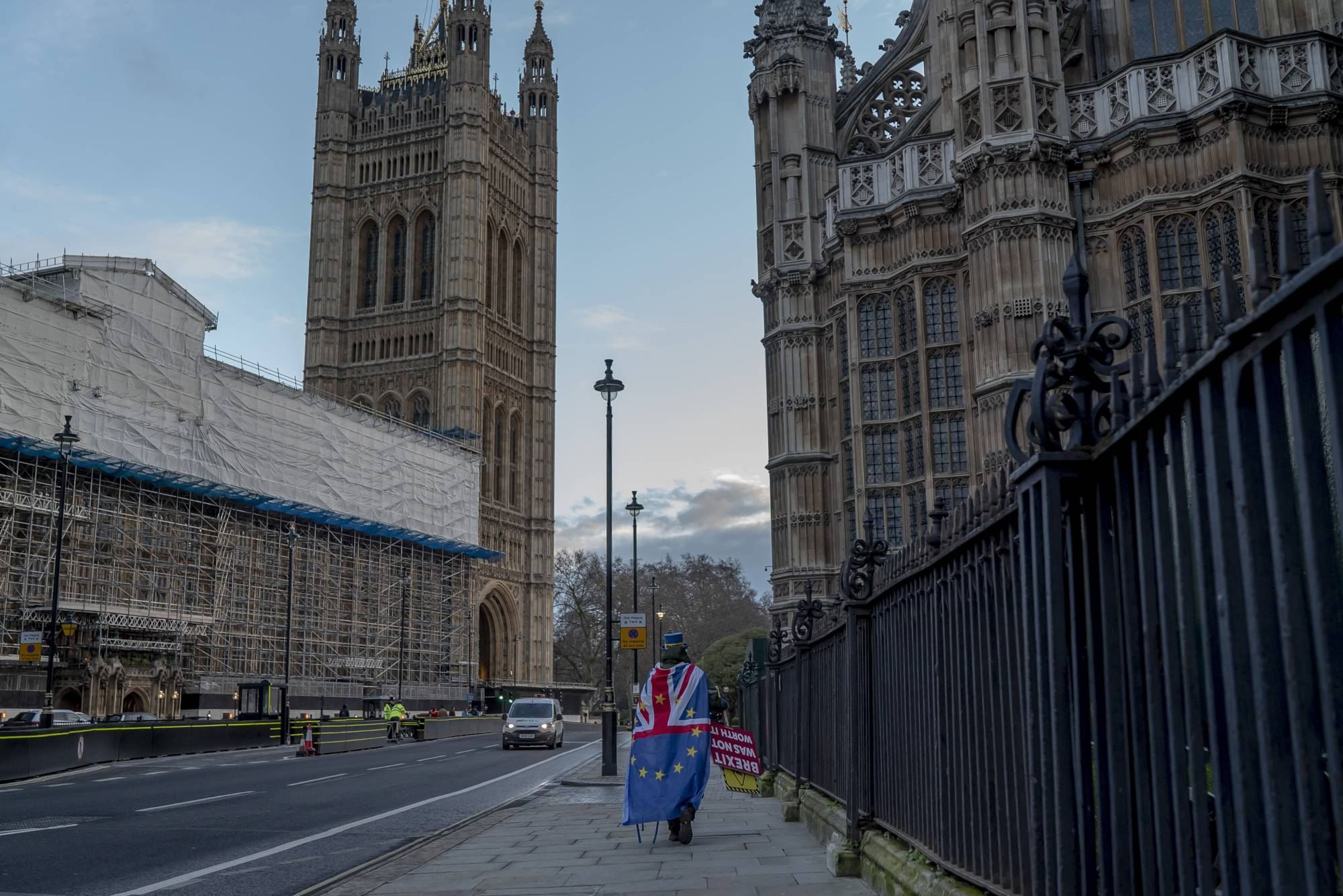 A lone European Union supporter demonstrates outside the British Parliament in London on Wednesday. | ANDREW TESTA / THE NEW YORK TIMES