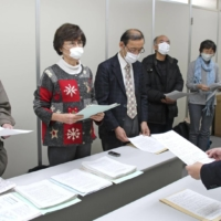 An anti-nuclear group asks officials in Fukui Prefecuture to bar nuclear power plants from restarting on Dec. 16, 2020. | KYODO