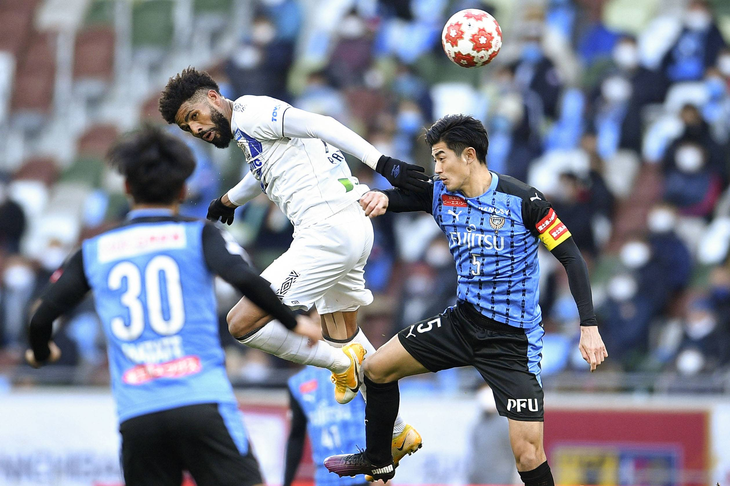 Gamba striker Patric (left) and Frontale defender Shogo Taniguchi (right) contend for the ball during the Emperor's Cup final at Tokyo's National Stadium on Friday. | KYODO