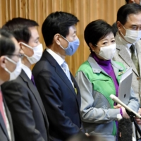 Yasutoshi Nishimura (third from left), the minister in charge of the central government's coronavirus response, is joined by the governors of Tokyo, Saitama and Chiba prefectures at a news conference on Saturday.  | KYODO