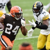 Browns running back Nick Chubb carries the ball against the Steelers during the first quarter in Cleveland on Sunday. | USA TODAY / VIA REUTERS