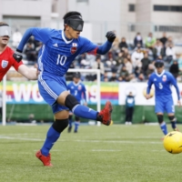 Japan captain Ryo Kawamura takes a shot against England during a March 2019 tournament in Shinagawa Ward. | KYODO