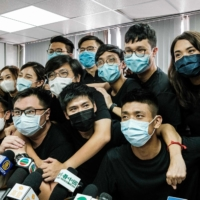Winners of the unofficial democratic primary elections in Hong Kong pose at the end of a news conference in the city after pro-democracy parties held the polls in July to choose candidates for legislative elections. As many as 50 Hong Kong opposition figures were arrested on Tuesday under a national security law in the largest operation yet against Beijing's critics. | AFP-JIJI