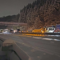 Cars are stranded on the Hokuriku Expressway in Kanazawa, Ishikawa Prefecture, due to heavy snow early Friday. | KYODO