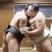 Yokozuna Kakuryu (right) has withdrawn from the New Year Basho, raising questions over whether the six-time Emperor's Cup winner could soon retire. | JAPAN SUMO ASSOCIATION / VIA KYODO