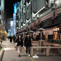 Normally bustling with rowdy crowds, the restaurants under Miyashita Park in Shibuya Ward were closed early on Friday evening amid a state of emergency in the greater Tokyo metropolitan area. | RYUSEI TAKAHASHI