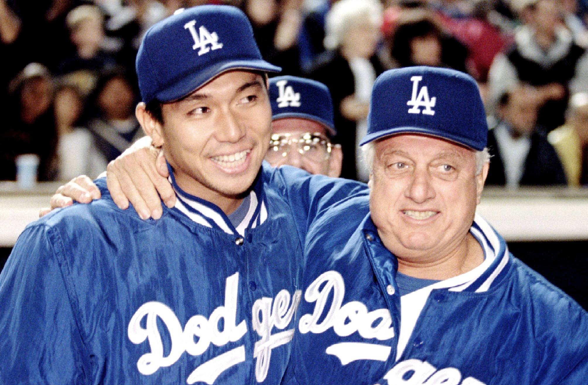 Dodgers manager Tommy Lasorda congratulates pitcher Hideo Nomo following the Japanese hurler's first MLB win in Los Angeles on June 2, 1995. | REUTERS / VIA KYODO