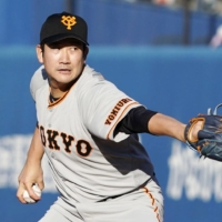 Tomoyuki Sugano will return to the Giants next season after failing to reach a deal with an MLB club during his posting window, which expired on Thursday. | KYODO