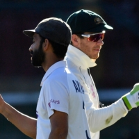 India captain Ajinkya Rahane (left) and Australia captain Tim Paine greet each other's teams at the end of the third test between the two nations in Sydney on Monday. | AFP-JIJI