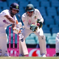 Australia's wicketkeeper Tim Paine drops a catch from India's Rishabh Pant (left) on Day 5 of the third test between the two sides at Sydney Cricket Ground on Monday. | AFP-JIJI
