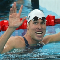 Klete Keller waves after a men's 4 x 200-meter freestyle relay heat at the 2008 Beijing Olympics.  | AFP-JIJI