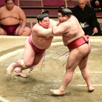 Daieisho maintains perfect start on Day 5 of New Year Basho