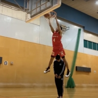 Jets guard Koh Flippin dunks over a teammate during his performance in the B. League's dunk contest. | KAZ NAGATSUKA