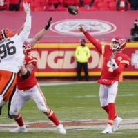 Chiefs quarterback Chad Henne passes against the Browns during the second half of their game in Kansas City, Missouri, on Sunday. | USA TODAY / VIA REUTERS