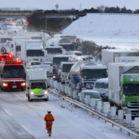A fatal multiple-vehicle collision occurred on the Tohoku Expressway in the city of Osaki, Miyagi Prefecture, on Tuesday, amid heavy snowstorms. | KYODO