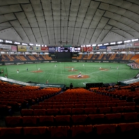 A baseball game between Yomiuri Giants and Hiroshima Toyo Carp is held without spectators at Tokyo Dome in June. | REUTERS