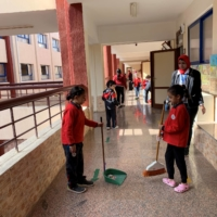 Observers in Egypt have found that the Japanese school model has given children motivation to offer to help with jobs at home as well as in the classroom. | JAPAN INTERNATIONAL COOPERATION AGENCY / VIA KYODO