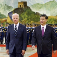 Then-U.S. Vice President Joe Biden and his Chinese counterpart, Xi Jinping, attend a welcome ceremony in Beijing in August 2011. | KYODO