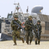 Ground Self-Defense Force personnel conduct an amphibious drill with the U.S. Marines at the Blue Beach training area in Kin, Okinawa Prefecture, in February 2020.  | KYODO