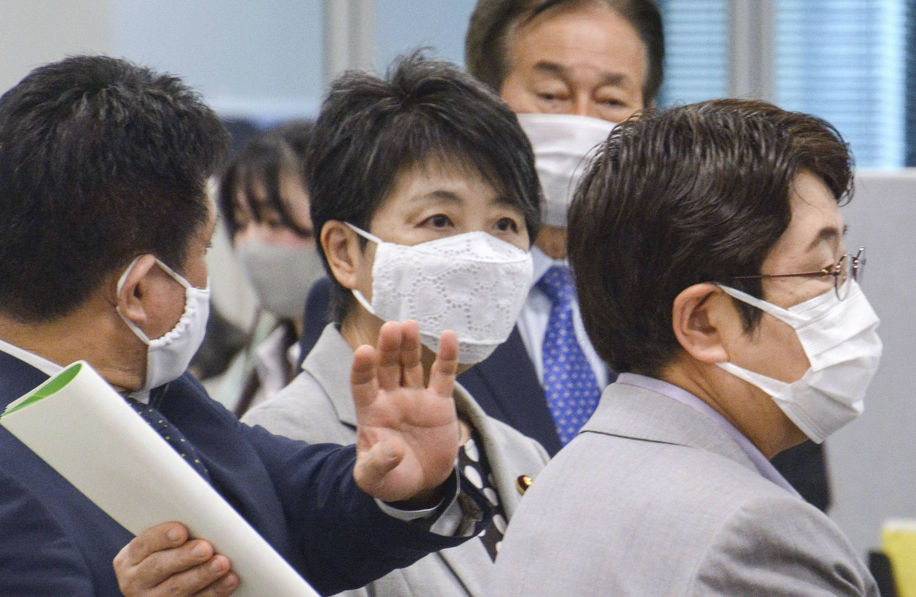 Justice Minister Yoko Kamikawa inspects on Oct. 7 the Foreign Residents Support Center in Tokyo, which opened last year to provide legal and other services for non-Japanese residents as part of her efforts to revise practices under the ministry's jurisdiction. | KYODO
