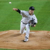 Yankees starter Masahiro Tanaka pitches against the Blue Jays at Yankee Stadium in New York on Sept. 17. | USA TODAY / VIA REUTERS