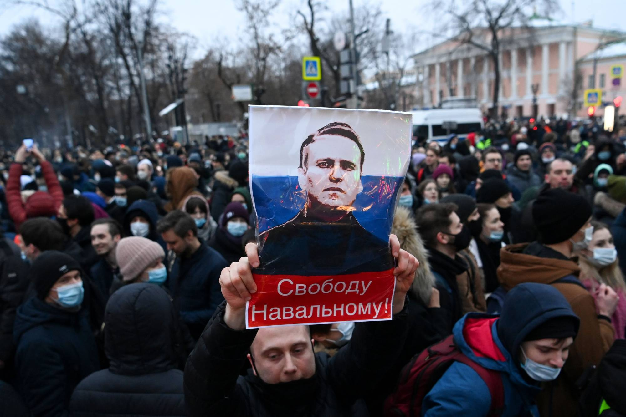 Protesters march in support of jailed opposition leader Alexei Navalny in downtown Moscow on Jan. 23. | AFP-JIJI